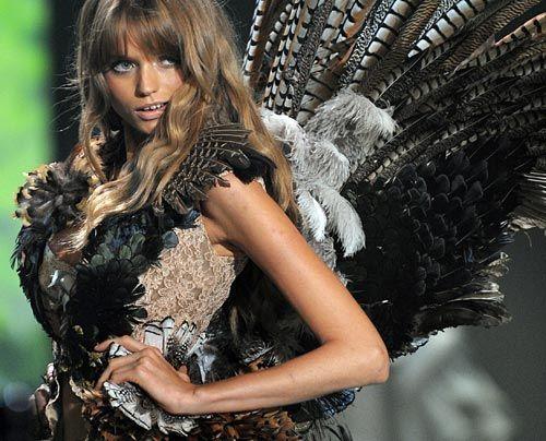 Galerie: Engel in Dessous - Bildquelle: AFP