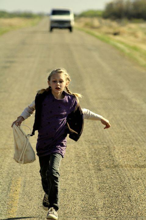Hätte jemand auf die achtjährige Stephanie (Ryan Simpkins) gehört, dann hätte das Massaker verhindert werden können ... - Bildquelle: 2008 Warner Brothers