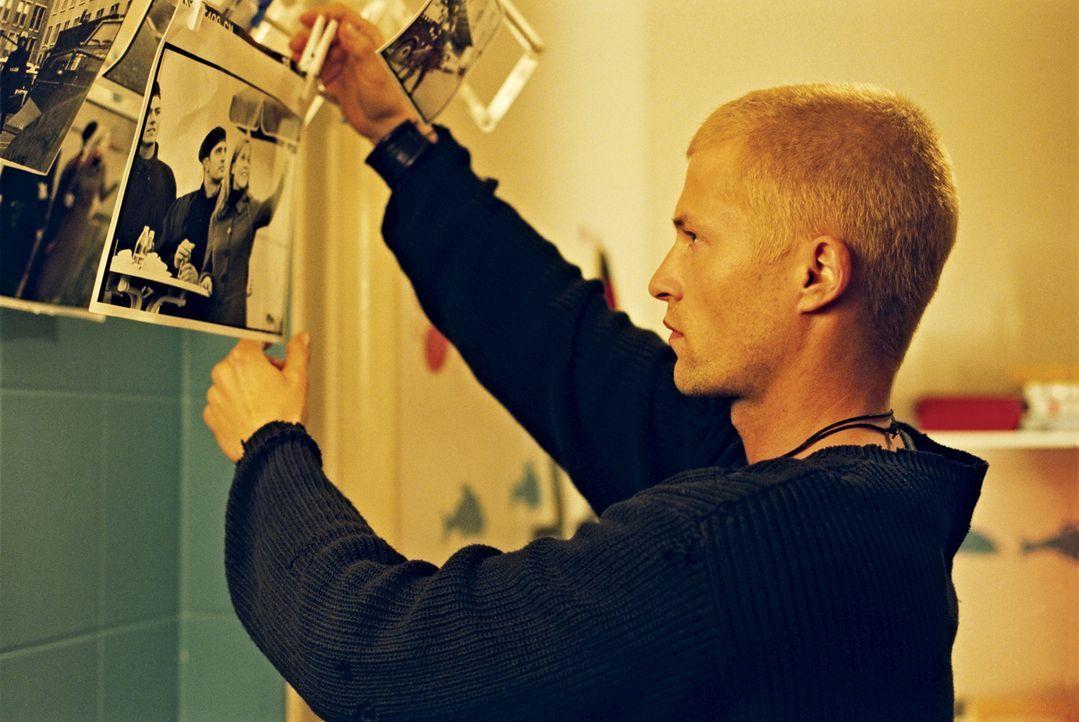 Als eine Bombe explodiert, die sechs Freunde vor 13 Jahren in einer Villa im Grunewald deponierten, müssen sich Tim (Til Schweiger) und seine fünf... - Bildquelle: 2003 Sony Pictures Television International
