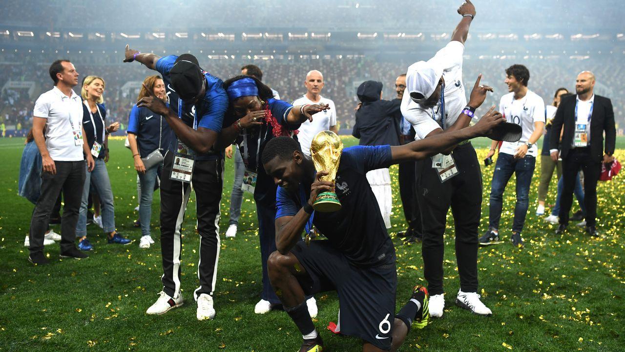 Paul Pogba feiert mit der Familie  - Bildquelle: 2018 Getty Images