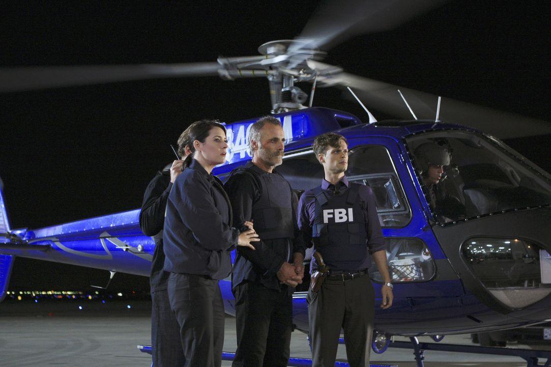 Bei Ermittlungen in einem brisanten Fall: Prentiss (Paget Brewster, l.), Ian Doyle (Timothy V. Murphy, M.) und Reid (Matthew Gray Gubler, r.) ... - Bildquelle: ABC Studios