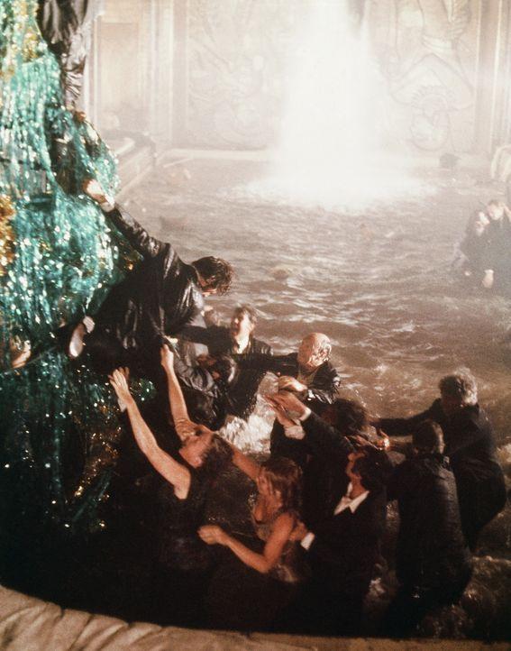 Für die Passagiere der Poseidon, wird die Kreuzfahrt wird zu einer Höllenfahrt auf Leben und Tod ... - Bildquelle: Twentieth Century Fox