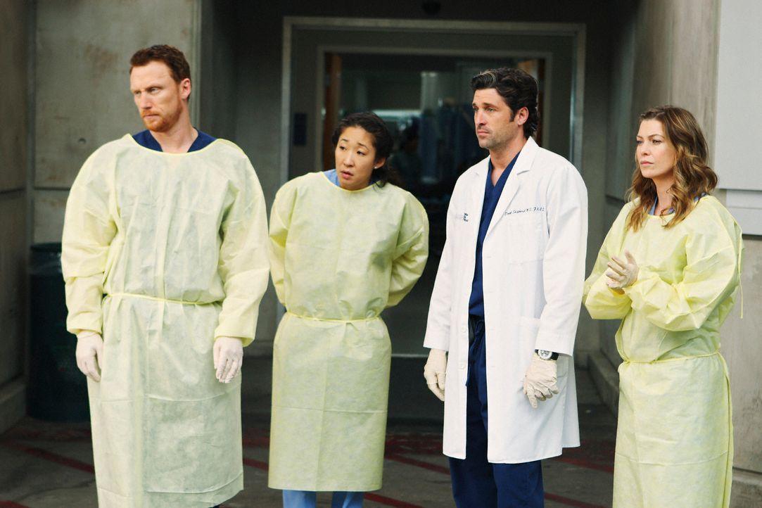 Im Seattle Grace ist einiges los: Während Cristina (Sandra Oh, 2.v.l.) und Meredith (Ellen Pompeo, r.) immer noch sauer aufeinander sind und Owen (... - Bildquelle: Touchstone Television