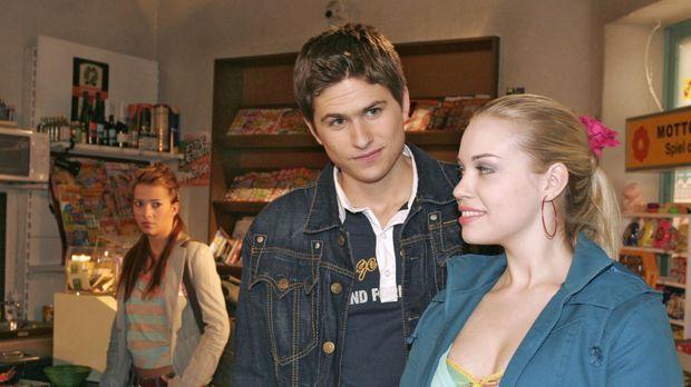 Geht da was? Argwöhnisch beobachtet Hannah (Laura Osswald, l.) Timo (Matthias...