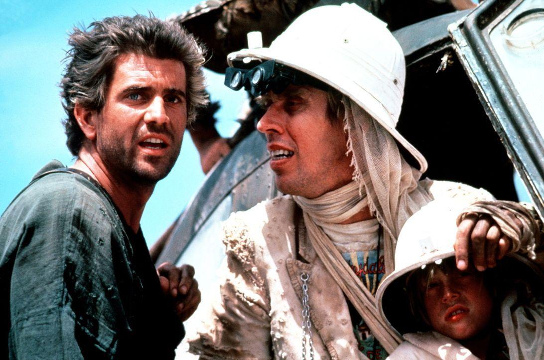 Mad Max (Mel Gibson, l.) plant mit Jedediah (Bruce Spence, M.) und Jedediah jr. (Adam Cockburn, r.) die Flucht aus der Knechtschaft ... - Bildquelle: Warner Bros.