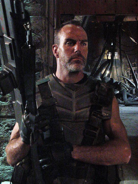 Gemeinsam mit den mobilen Infanteristen gelingt es Captain Dax (Richard Burgi) schließlich, die Bugs abzuwehren, doch inzwischen haben sich die cle... - Bildquelle: Sony Pictures