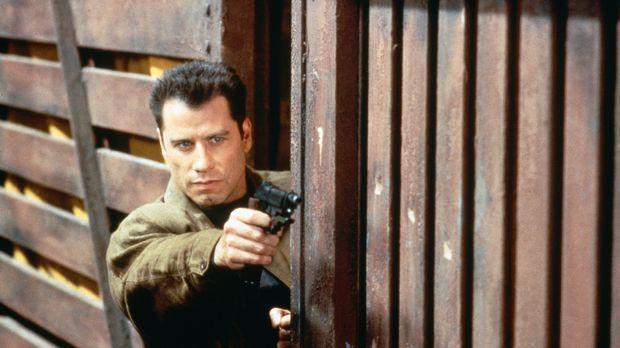 Airforce-Pilot Vic Deakins (John Travolta) begeht einen schrecklichen Verrat...