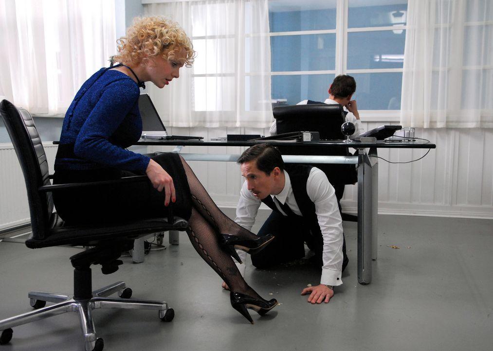 Ein Klischee? Männer (Benno Fürmann, r.) achten bei Vorstellungsgesprächen nicht nur auf die Qualifikationen der Bewerberinnen, sondern natürlic... - Bildquelle: 2007 Constantin Film Verleih, München