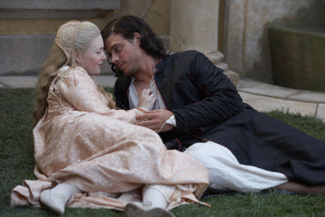 Die beiden Geschwister Cesare (Francois Arnaud, r.) und Lucrezia (Holliday Grainger, l.) verbindet eine tiefe Zuneigung ... - Bildquelle: LB Television Productions Limited/Borgias Productions Inc./Borg Films kft/ An Ireland/Canada/Hungary Co-Production. All Rights Reserved.