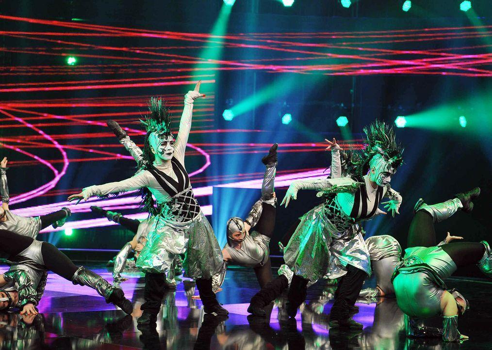 Got-To-Dance-Kosmosgruppe-01-SAT1-ProSieben-Willi-Weber - Bildquelle: SAT.1/ProSieben/Willi Weber