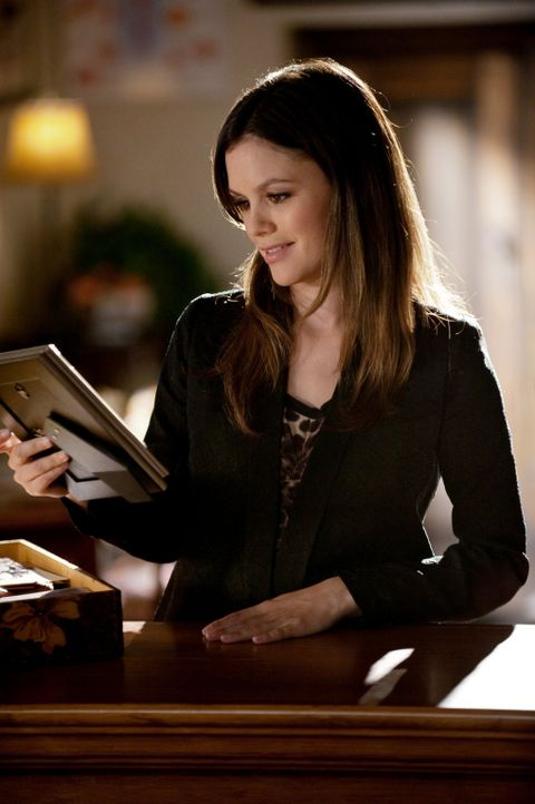 Durch Zufall erfährt Dr. Zoe Hart (Rachel Bilson), dass sie eine Tante hat und sie beschließt, sich auf die Suche nach ihr zu machen ... - Bildquelle: Warner Bros.
