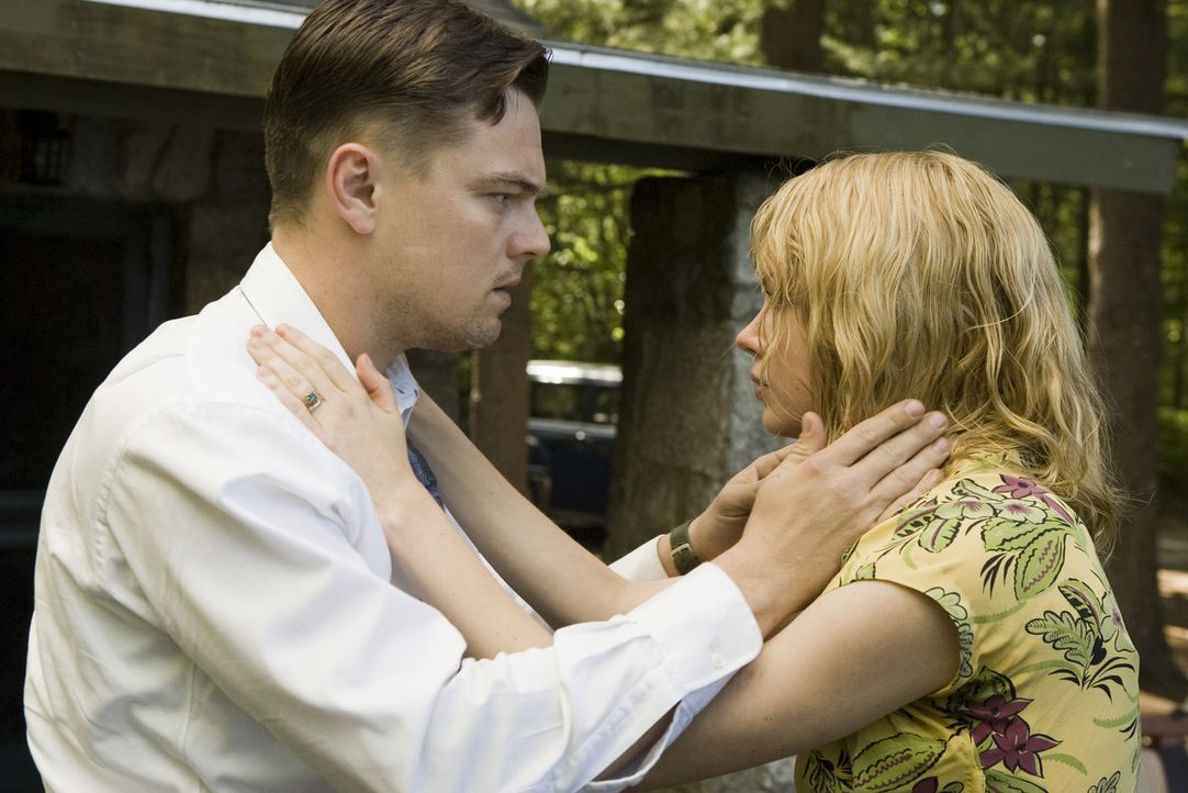 Hätte Daniels (Leonardo DiCaprio, l.) seine Kinder retten können, wenn er rechtzeitig seine manisch-depressive Ehefrau Dolores (Michelle Williams, r... - Bildquelle: Andrew Cooper 2008 Paramount Pictures. All Rights Reserved. No reproduction or publication of these images permitted.