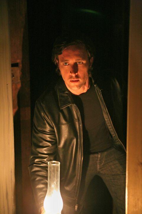Mick (Alex O'Loughlin) traut seinen Augen nicht, als er sieht, was seine Frau Coraline vorhat. Um ihren Plan zu durchkreuzen, riskiert er viel ... - Bildquelle: Warner Brothers