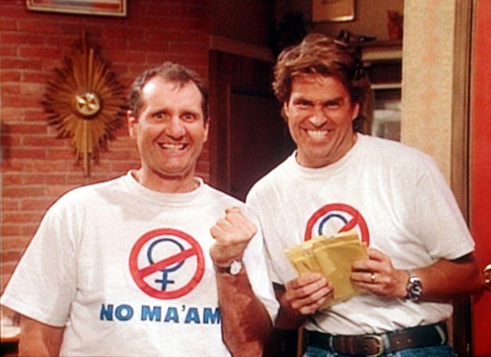 Al (Ed O'Neill, l.) und Jefferson (Ted McGinley, r.) freuen sich über den Erfolg, vor allem den finanziellen, den die Organisation verspricht. - Bildquelle: Sony Pictures Television International. All Rights Reserved.
