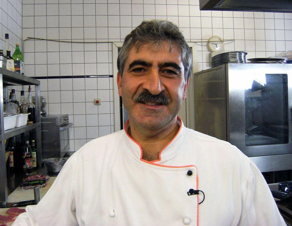 Küchenchef Armando Poerte weiß, dass sich im Restaurant etwas ändern muss. - Bildquelle: kabel eins