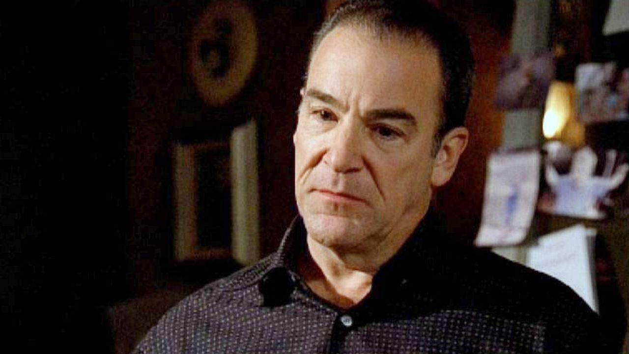Jason Gideon (Mandy Patinkin) und sein Team sind verzweifelt auf der Suche nach Reid und führen dabei einen Wettlauf gegen die Zeit ... - Bildquelle: Touchstone Television
