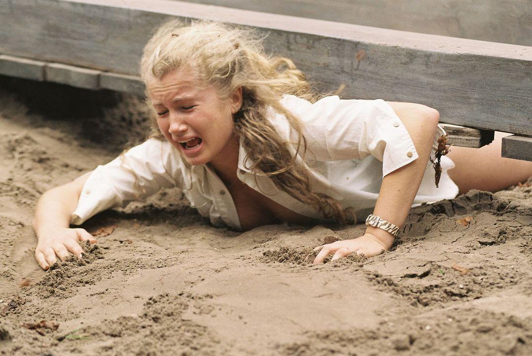 Das Wochenende am See nimmt für Tine (Cornelia Gröschel) und ihre Freunde eine schreckliche Wendung. Auf der Flucht vor dem gewaltigen Tornado wir... - Bildquelle: Conny Klein ProSieben