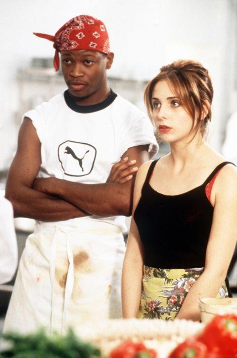 In der Kunst des Kochens sind Nolan (Larry Gilliard jr., l.) und Amanda (Sarah Michelle Gellar, r.) nicht sehr bewandert. Deshalb steht ihr kleines... - Bildquelle: 20th Century Fox