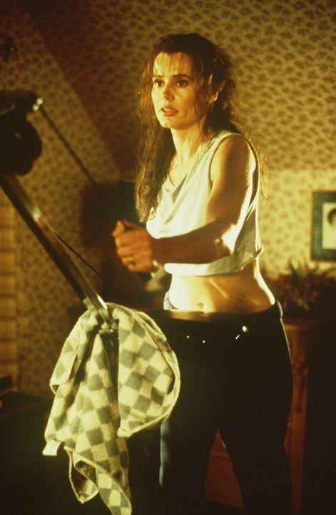 Eigentlich führt Charly (Geena Davis) ein glückliches und beschauliches Leben mit ihrer kleinen Tochter, bis sich auf einmal der Nebel des Vergessen... - Bildquelle: New Line Cinema