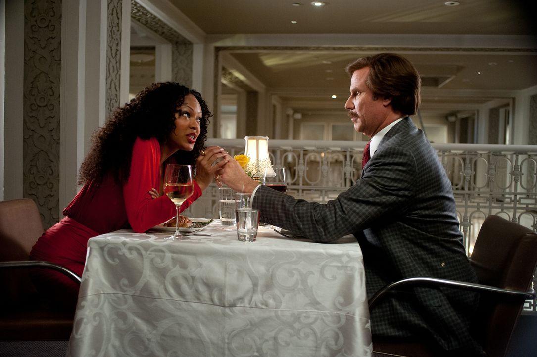 Die neue Chefin Linda Jackson (Meagan Good, l.) scheint ein starkes Verlangen nach Männern wie Ron (Will Ferrell, r.) zu haben, die durch ihr Nichts... - Bildquelle: Gemma Lamana MMXIII Paramount Pictures Corporation.  All Rights Reserved.