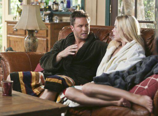 Hart of Dixie: George sagt Lemon, dass Lavon in sie verliebt ist - Bildquelle: Warner Bros. Entertainment Inc.