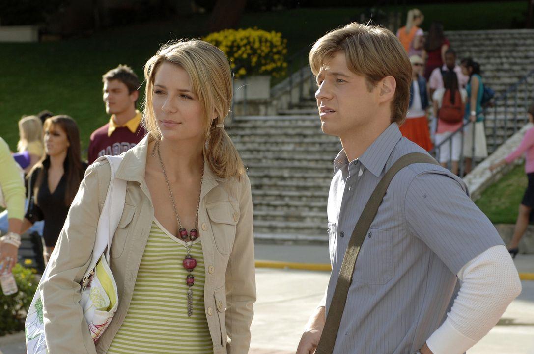 Marissa (Mischa Barton, l.) wird nicht damit fertig, dass Trey sie angegriffen hat - sogar, wenn sie mit Ryan (Benjamin McKenzie, r.) zusammen ist,... - Bildquelle: Warner Bros. Television