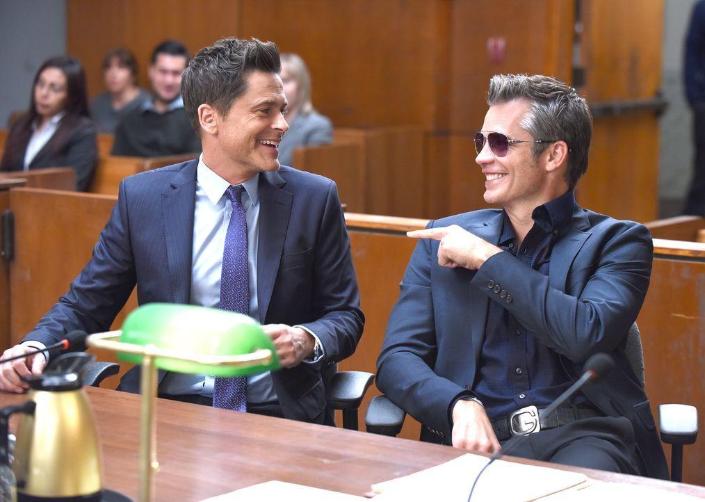 Eigentlich kann Dean (Rob Lowe, l.) Timothy (Timothy Olyphant, r.) überhaupt nicht ausstehen, doch dann entschließt er sich sogar dazu, ihm Unterric... - Bildquelle: 2015-2016 Fox and its related entities.  All rights reserved.