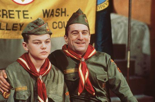 This Boy's Life - Dwight Hansen (Robert De Niro, r.) zwingt seinen Stiefsohn...