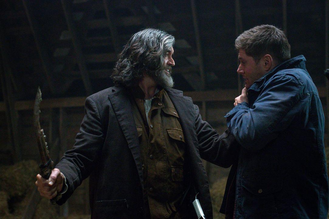 Wie wird das Zusammentreffen von Kain (Timothy Omundson, l.) und Dean (Jensen Ackles, r.) verlaufen? - Bildquelle: 2016 Warner Brothers