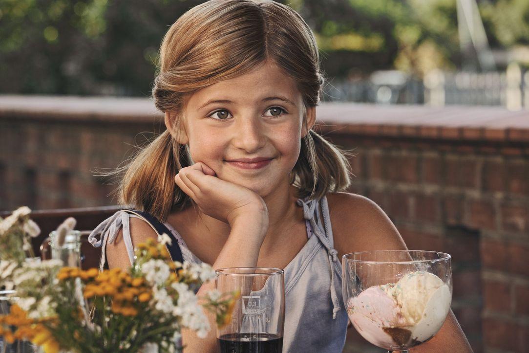 Magdalena (Emma Schweiger) ist verliebt, aber nicht in den netten Nick, sondern in den eingebildeten Max ... - Bildquelle: 2013   Warner Bros.