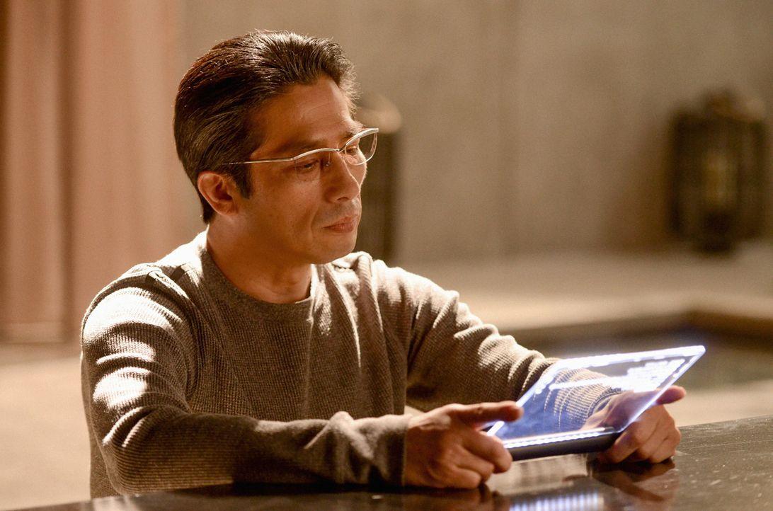 Klappt die Ablenkung? Noch scheint Hideki Yasumoto (Hiroyuki Sanada) nicht zu ahnen, dass Ethan mit Johns Hilfe zu entkommen droht ... - Bildquelle: Dale Robinette 2014 CBS Broadcasting, Inc. All Rights Reserved