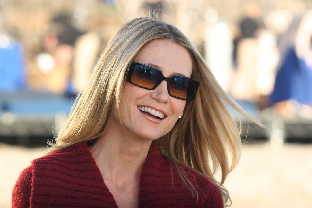 Gemeinsam mit Julie organisiert Kirsten (Kelly Rowan) ein rauschendes Fest zum Valentinstag ... - Bildquelle: Warner Bros. Television