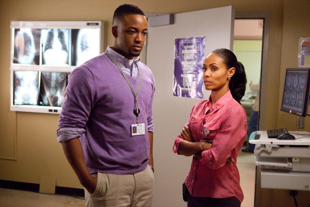 Wollen Leben retten: Marcus (Collins Pennie, l.) und Christina (Jada Pinkett Smith, r.)... - Bildquelle: Sony 2009 CPT Holdings, Inc. All Rights Reserved