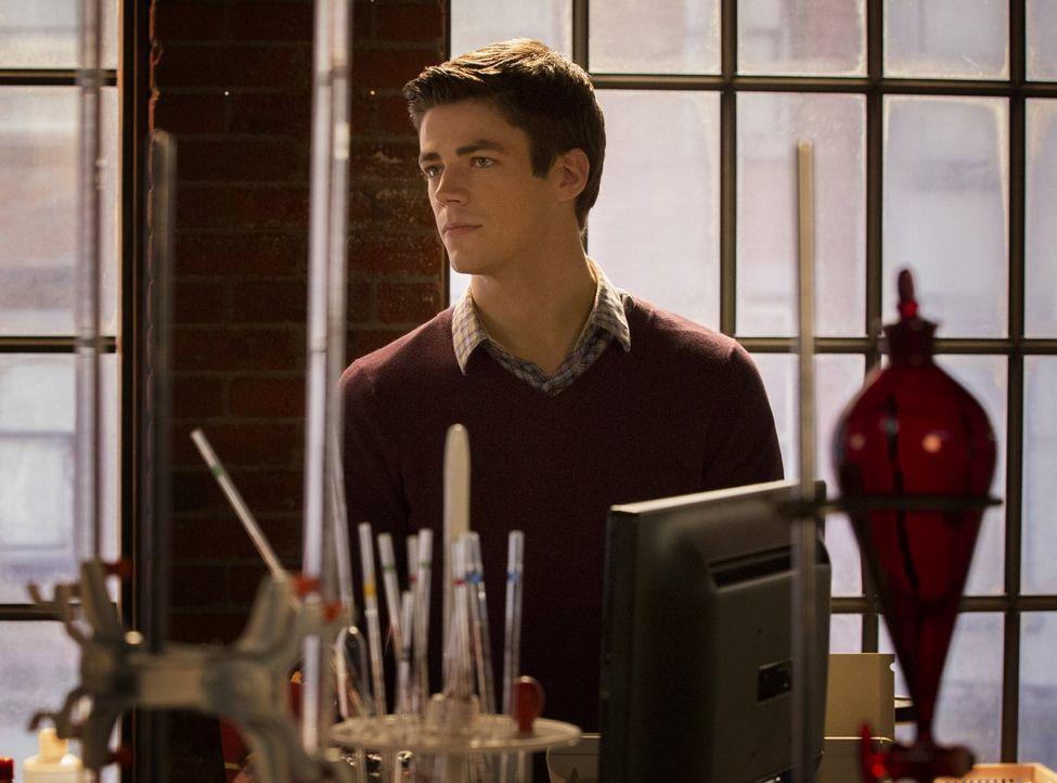 Als der Wissenschaftler Barry Allen (Grant Gustin) nach einem Unfall in den STAR Labs aus dem Koma erwacht, ist er plötzlich mit Superkräften ausges... - Bildquelle: Warner Brothers.