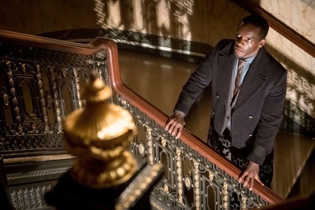 Wird Lucius Fox (Chris Chalk) sein Leben lassen müssen? - Bildquelle: Warner Brothers