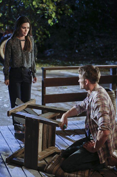 Mit allen Mitteln versucht Zoe (Rachel Bilson, l.) über Wades (Wilson Bethel, r.) Fremdgehen hinwegzukommen, doch so recht mag ihr das nicht gelinge... - Bildquelle: Warner Bros.