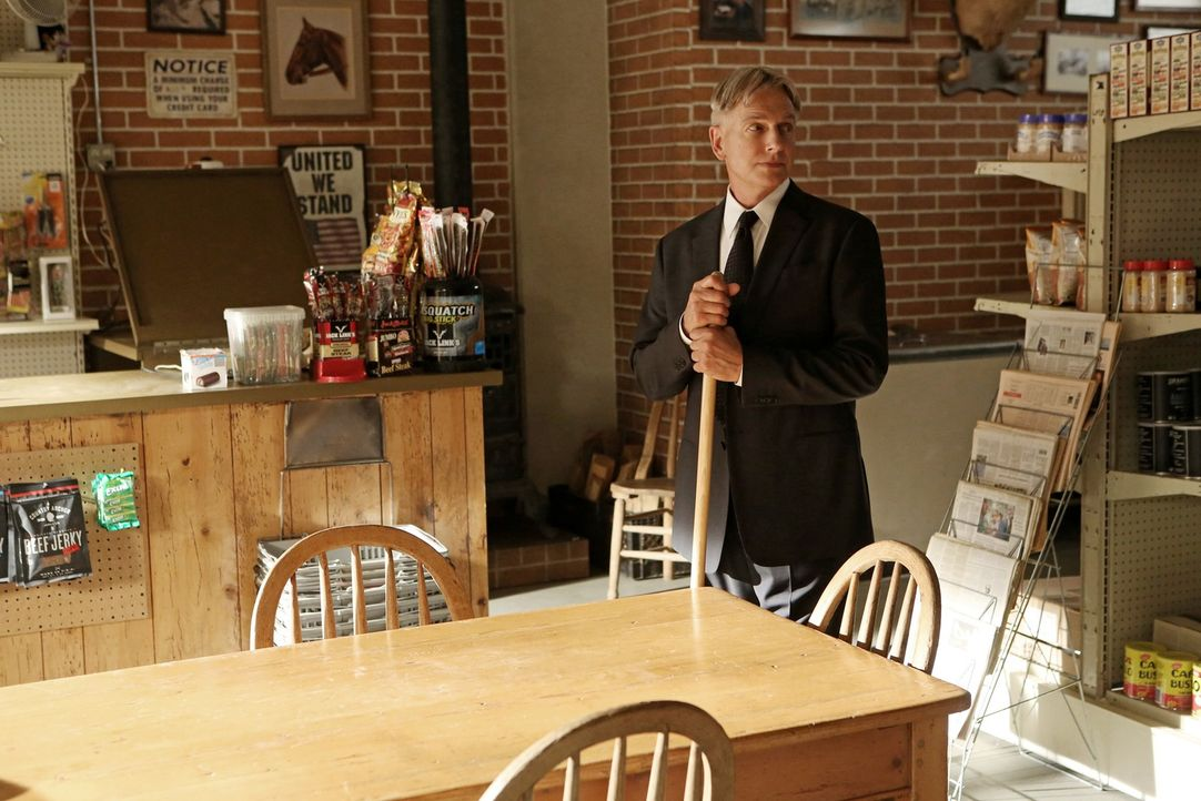 Als Gibbs (Mark Harmon) die Nachricht vom Tod seines Vaters erhält, fährt er sofort nach Hause. Alte Familiengeschichten holen ihn dort wieder ein .... - Bildquelle: CBS Television