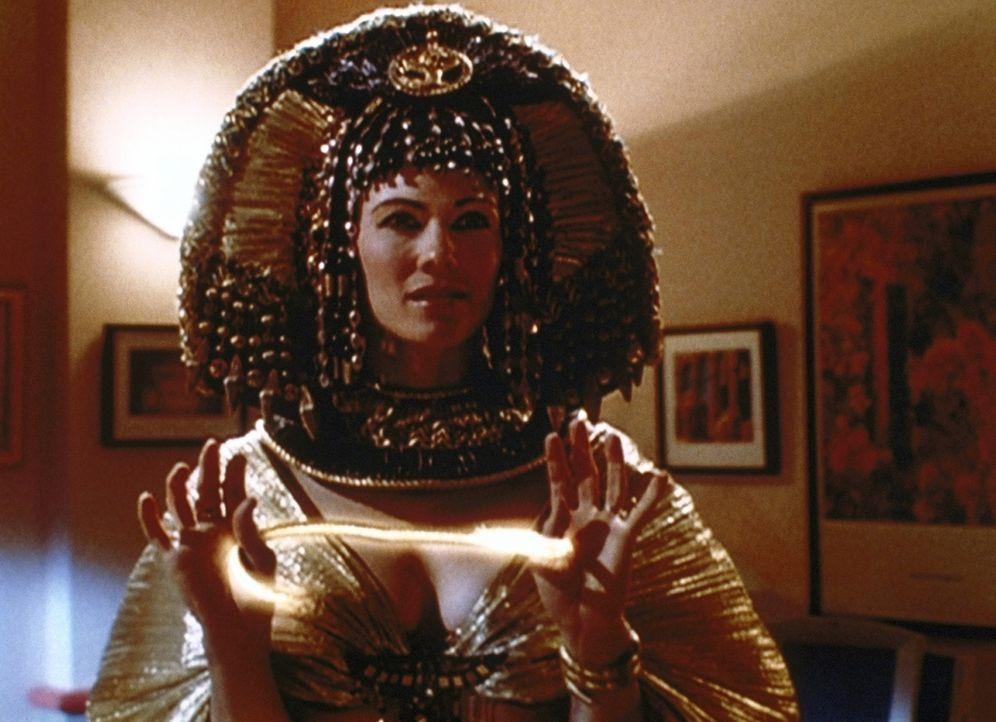 Die Wächterin (Stacy Haiduk) der Urne ist gekommen, um die Habgier der Diebe zu bestrafen ... - Bildquelle: Paramount Pictures