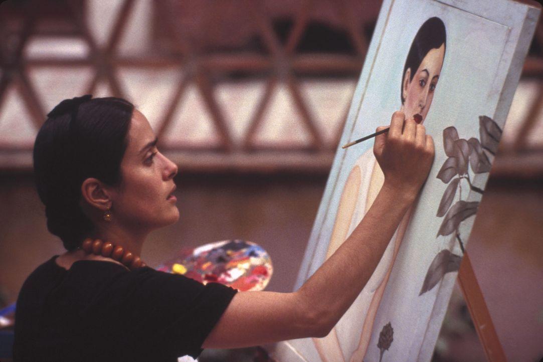 Getrieben von ihrem unerschütterlichen Lebensmut fängt Frida (Salma Hayek) an zu malen - in ihren gefühlsgewaltigen Bildern gibt sie ihren Träum... - Bildquelle: Buena Vista International