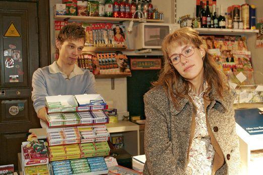 Verliebt in Berlin - Lisa (Alexandra Neldel, r.) schwärmt Jürgen (Oliver Boke...