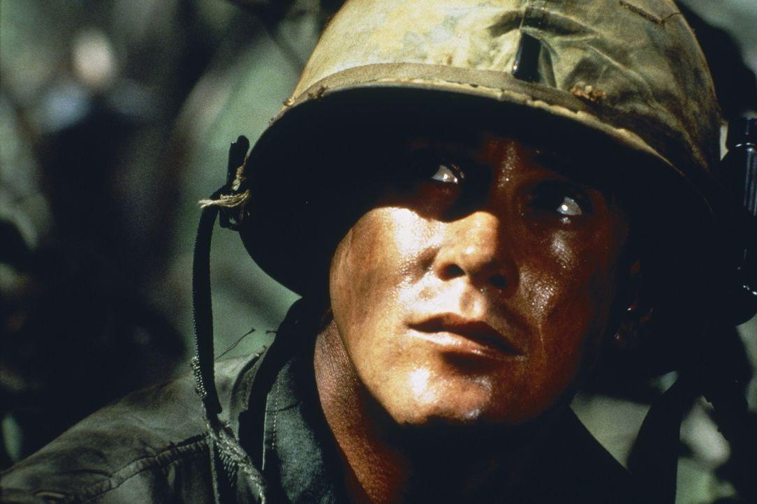 Ein harter Job für Jeff Knight (Michael Dudikoff): Er muss nicht nur inmitten der grünen Hölle gegen einen nahezu unsichtbaren Feind kämpfen ... - Bildquelle: Cannon Film Distributors