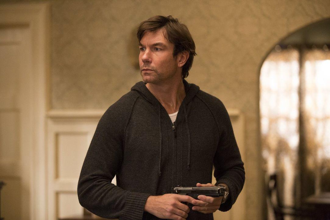 Der Mord an seinem Vater ist nicht das einzige Verbrechen, das John (Jerry O'Connell) begeht ... - Bildquelle: 2015 Warner Bros. Entertainment, Inc.