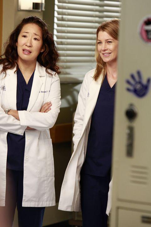Die neuen Anfänger werden in all die Dramen des Krankenhauses involviert: Während Meredith (Ellen Pompeo, r.) Heather zwingt, Dereks Schwestern zu... - Bildquelle: ABC Studios