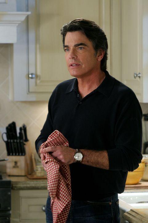 Sandy (Peter Gallagher) trifft sich, ohne seiner Familie davon zu erzählen, mit Volchok. Dieser möchte sich tatsächlich der Polizei stellen und b... - Bildquelle: Warner Bros. Television