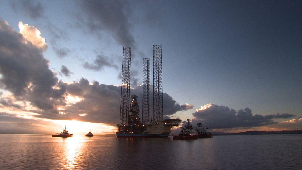 Die Hawk ist eines der verkehrsreichsten und vielseitigsten Halbtaucher-Transportschiffe der Welt. Sie transportiert z.B. Mammut-Bohrinseln, die auf... - Bildquelle: Exploration Production Inc.