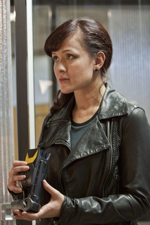 Eine neue Anomalie tut sich auf. Toby (Crystal Lowe) und ihre Kollegen mach sich auf, um diese zu untersuchen ... - Bildquelle: Bettina Strauss
