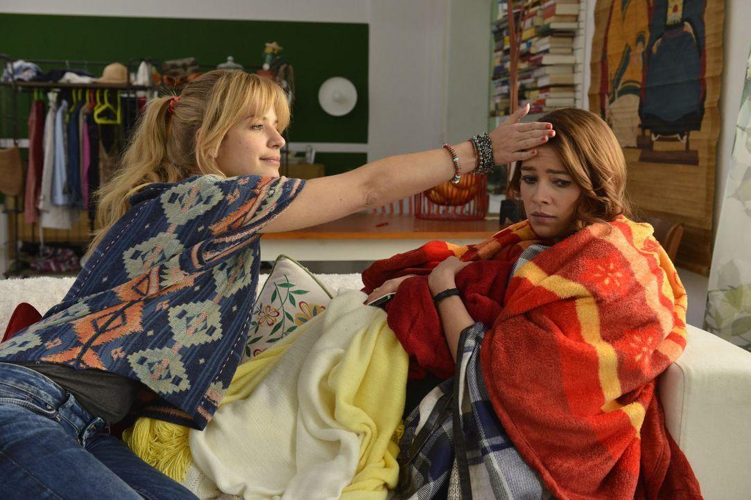 Sally (Laura Osswald, r.) ist von ihren Gefühlen komplett überfordert, während Mila (Susan Sideropoulos, l.) von der Idee angetan ist, Marco nach al... - Bildquelle: Oliver Ziebe sixx