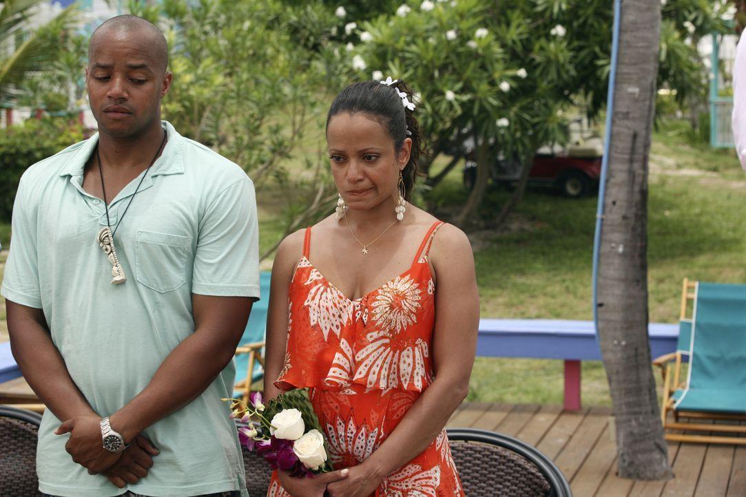 Turk (Donald Faison, l.) wünscht sich, dass Carla (Judy Reyes, r.) die Chance ergreift, den Kurzurlaub ohne Kind zu romantischer Zweisamkeit zu nutz... - Bildquelle: Touchstone Television