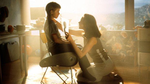 Weil ihr eigener Sohn seit geraumer Zeit im Koma liegt, erhält Monica Swinton...