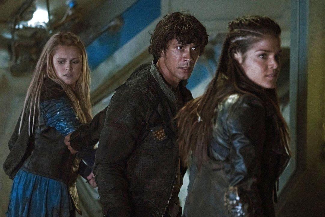 Gelingt es Clarke und Octavia , Bellamy  davon zu überzeugen, das sein Krieg der falsche Weg ist? - Bildquelle: 2014 Warner Brothers